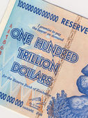 Banknote of one hundred trillion dollars - Zimbabwe — Stock Photo