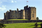 Alnwick Castle in the town of Alnwick in Northumberland - Englan — Stock Photo