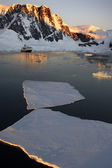 Antarctica - Midnight Sun in the Lamaire Channel — Stock Photo