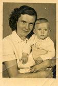Jonge moeder — Stockfoto
