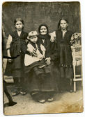 Family in period dress — Foto Stock