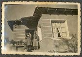 Zwei Frauen auf der Veranda — Stockfoto