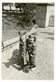 Peluş geyik yavrusu ile kız — Stok fotoğraf