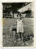 девочка с плюшевым палевый — Стоковое фото