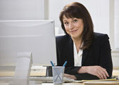 Attractive business woman smiling. — Stock Photo