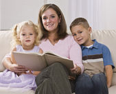 Woman Reading to Children — Stock Photo