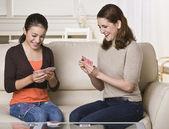 Mère et fille, cartes à jouer — Photo