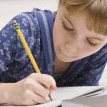 若い女の子を書く — ストック写真