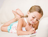 Girl coloring in coloring book — Foto Stock