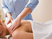 Massage therapist giving woman massage — Stock Photo