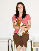 Woman holding dog in waiting room — Stock fotografie
