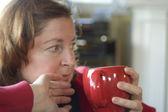 žena popíjel kávu — Stock fotografie