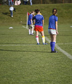 Girls Soccer Team Waits to Kick Off — Stock Photo