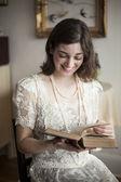 白いウェディング ドレスの若い女性 — ストック写真