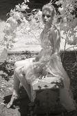 Fotografia infravermelha do jovem iin sua lingerie — Fotografia Stock
