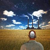Homem olhando para a fábrica — Foto Stock