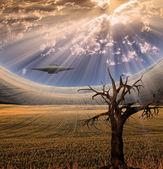 Alien craft in landschaft — Stockfoto