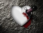 Cœur saignant avec couteau sanglant — Photo