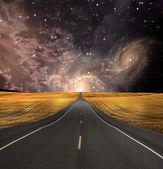 Caminho desaparece no fundo — Fotografia Stock