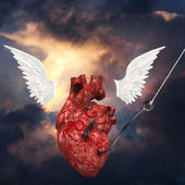 Heart pulled toward heavens — Stock Photo