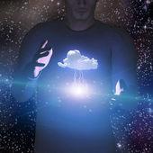 Homem controla o poder do relâmpago e da nuvem — Fotografia Stock