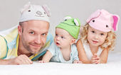 Happy dad with children — Foto de Stock