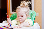 Pretty girl learning to draw with — Stock Photo