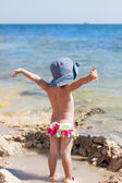 Little girl at the sea — Stock Photo