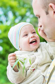 Happy toddler boy and father — Fotografia Stock
