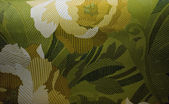 Decorative wallpaper pattern with roses and leaves in yellow, white, and green — Stock Photo