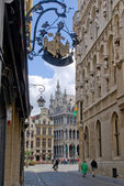 Brussels Grand place from the street — Стоковое фото