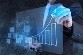 Biznesmen rysunek wykres wirtualny biznes — Zdjęcie stockowe