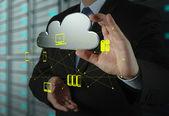 ビジネスマンは新しいクラウド コンピューティング ダイアグラムの操作 — ストック写真