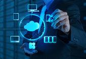 Uomo d'affari, lavorando con un diagramma di cloud computing sul nuovo — Foto Stock
