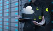 Empresária mostra tecnologia moderna — Foto Stock