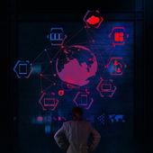 Bulut bilgi işlem diyagramı ile yeni co üzerinde çalışan iş adamı — Stok fotoğraf