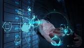 Empresario trabaja con un diagrama de computación nube en el nuevo co — Foto de Stock