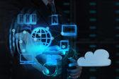 Main de l'homme d'affaires montre réseau nuage — Photo