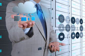 Mano uomo d'affari, lavorando con un diagramma di cloud computing — Foto Stock