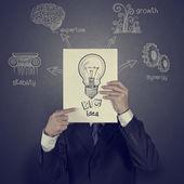 Empresario mostrando el libro de diagrama de la gran idea — Foto de Stock