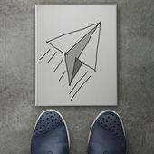 Hand gezeichneten Papier Ebenensymbol auf Leinwand Brett auf Vorderseite des busines — Stockfoto