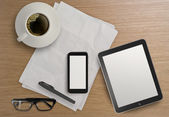 3d empty tablet with mobile phone and a cup of coffee on the woo — Stockfoto