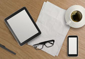 3d empty tablet with mobile phone and a cup of coffee on the woo — 图库照片