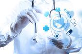 医学医生手工作与现代计算机接口的 m — 图库照片