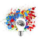 Kreativität 3d Metall menschliche Gehirn in sichtbar Glühbirne mit splas — Stockfoto