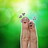 The happy finger couple in love with painted smiley and sing a s — 图库照片