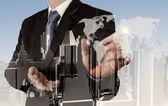 бизнесмен, работы с новой современной компьютерной показать социальную сеть — Стоковое фото