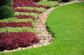 Landscaped Yard and Garden A beautiful landscaped yard and gard — Stock Photo
