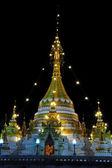 Starożytne złota pagoda północnej tajlandii. — Zdjęcie stockowe