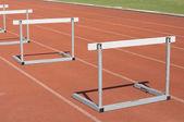 Nombreuses courses d'obstacle sur les pistes de course. — Photo